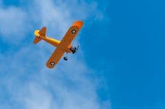 N2S-1 Bush Stearman flyger uppe i luften Royaltyfri Bild
