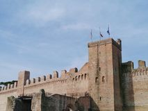 Één van de poorten met een toren in de stadsmuur van Cittadella Stock Foto
