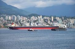 N.Vancouver un barco CA del petrolero y del tirón. Imagenes de archivo