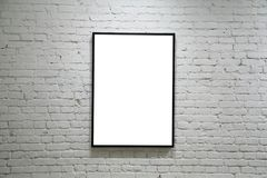 Één zwart frame op witte bakstenen muur Stock Fotografie