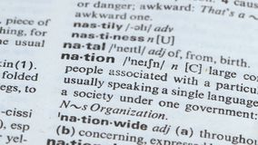 Nação, lápis que aponta o significado da palavra, grupo de pessoas que vive junto, sociedade filme