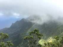 Na帕利与雾的海岸彩虹 免版税图库摄影