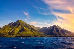 Na梵语海岸,考艾岛,夏威夷剧烈的风景  免版税图库摄影
