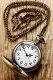 Na łańcuchu kieszeniowy rocznika zegarek obrazy royalty free