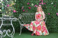 Na ławce w ogródzie Obraz Royalty Free