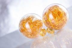 Na abstrakcjonistycznym tle bożenarodzeniowe piłki Zdjęcie Royalty Free