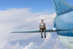Na asa do avião do voo Meios mistos Imagem de Stock Royalty Free