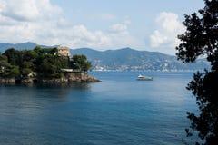 Na baía do mar Ligurian Foto de Stock