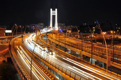 Na Basarab moscie noc ruch drogowy, Bucharest Fotografia Royalty Free