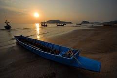 Na beach.2 małe łodzie rybackie Zdjęcia Stock