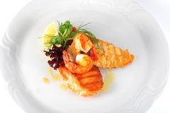 Na biały talerzu smakowity posiłek Zdjęcia Royalty Free