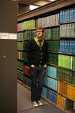Na biblioteca de escola foto de stock royalty free