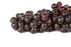 Na biel mokrzy winogrona Zdjęcie Royalty Free