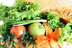 Na biel świezi smakowici warzywa Zdjęcia Stock