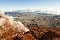 Na borda da geleira no vulcão de Cotopaxi imagens de stock