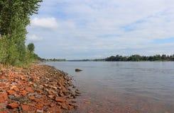 Na brzeg rzeki Neva dvortsovaya naberegnaya neva Petersburg rzeczna świątobliwa wiosna Obraz Stock