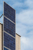 Na budowa domu pionowo panel słoneczny niedawno Obrazy Stock