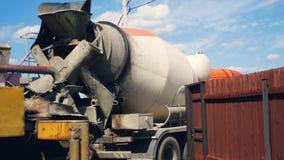 Na budowie Jest ciężarówka Z Płodozmiennym Betonowym melanżerem zbiory