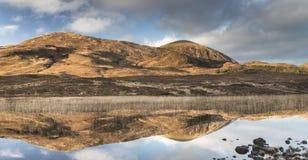 Na Caillich del lago Cill Chriosd y de Beinn en Skye en Escocia Fotografía de archivo