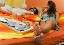 Na cama Fotografia de Stock