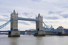 Na chmurnym dzień basztowy most Obrazy Stock