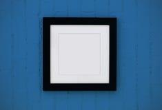 Na ścianie drewno czarny rama fotografia stock