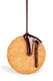 Na ciastkach nalewa strumienia czekolada Obraz Royalty Free