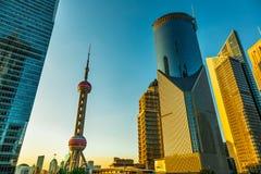 Na cidade moderna de construções altas Imagem de Stock Royalty Free