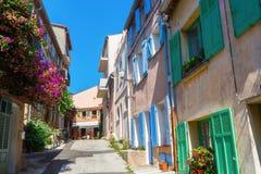 Na cidade velha de Saint Tropez, França sul imagem de stock