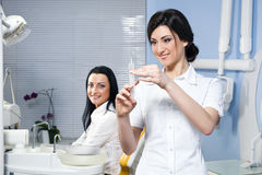 Na clínica dental imagens de stock royalty free