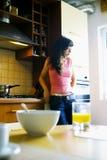 Na cozinha Fotografia de Stock Royalty Free