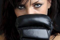 Na czarny tle młody żeński wojownik Fotografia Stock