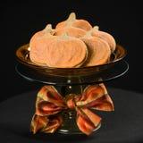 Na czerń domowej roboty dyniowi ciastka Fotografia Royalty Free