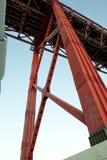 25na de Abril Bridge - ståltorn Royaltyfri Bild
