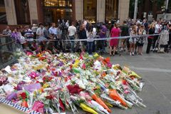 Na de dodelijke gijzelaarscrisis in de Lindt-Chocoladekoffie op Martin Place in Sydney in 2014 Stock Foto's