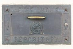Na de opslagruimte van de urenbank Stock Foto's