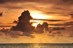 Na dennym wybrzeżu zmierzch scena Obraz Royalty Free