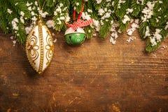 Na drewnianym tle bożenarodzeniowa dekoracja Zdjęcie Royalty Free