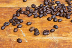 Na drewnie kawowe Fasole Fotografia Royalty Free