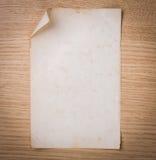 Na drewnie stary papier obraz royalty free
