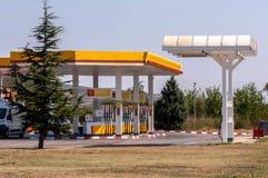 Na drodze benzynowa stacja Fotografia Stock