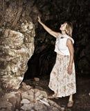 Na entrada à caverna da montanha Fotos de Stock Royalty Free