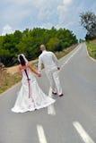 Na estrada duas vidas que vêm junto  Fotografia de Stock Royalty Free