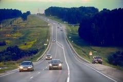 Na estrada na ameaça do mau tempo Imagens de Stock Royalty Free