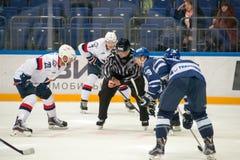 Na face-off na meczu hokeja fotografia stock