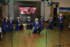 Na fase são os dançarinos e os cantores, os atores, os membros do coro, os dançarinos do corpo de bailado e os solistas do conjun Imagem de Stock