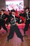 Na fase são os dançarinos e os cantores, os atores, os membros do coro, os dançarinos do corpo de bailado e os solistas do conjun Foto de Stock Royalty Free