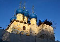 A grove in Kolomenskoye, and in the middle of it is an Orthodox church, also under restoration.