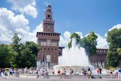 Na frente do castelo de Sforzesco Fotografia de Stock Royalty Free