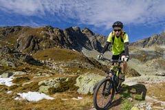 na górę wzgórza kolarstwa, Zdjęcia Royalty Free